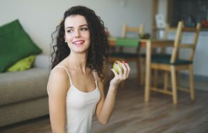 Sporty woman eating healthy apple